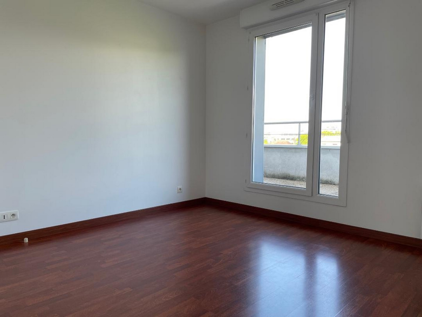 TOURS NORD CONTEMPORARY APARTMENT 119m² – TERRACE 60m² SOUTH – 2 PARKINGS and CELLAR