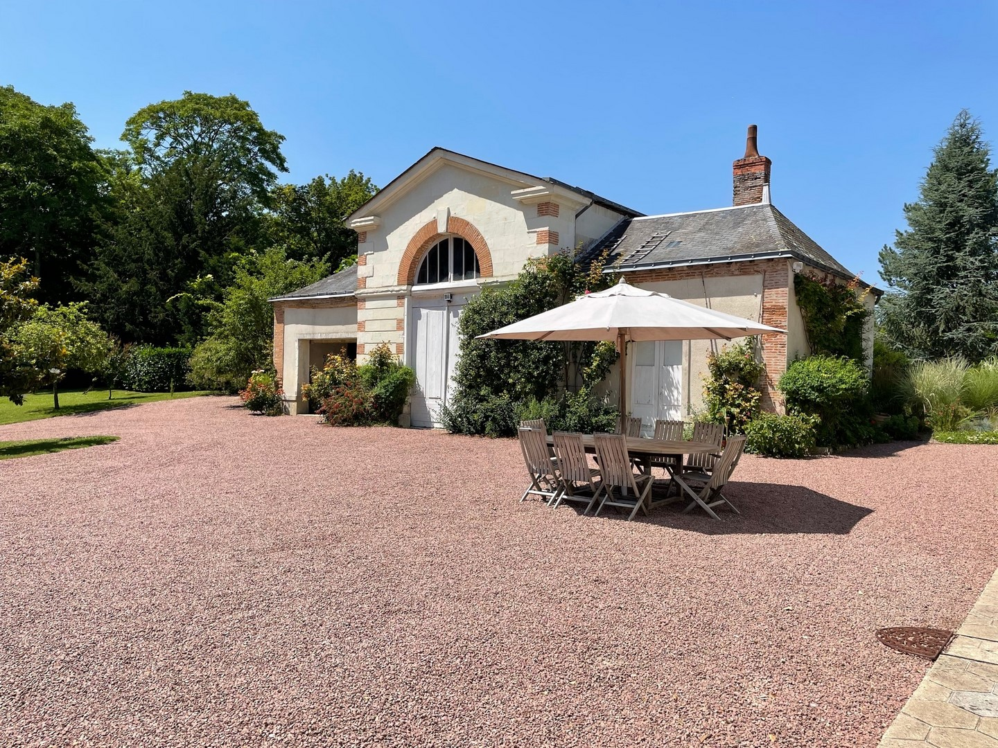 TOURS PROPERTY on 3 hectares of PARK OUTBUILDINGS