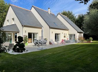 CONTEMPORARY HOUSE 294m² approx SOUTH of TOURS GARAGE CAVE TERRACE PARK 3.300m